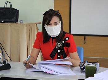 ผู้อำนวยการหลักสูตรปรัชญาดุษฎีบัณฑิตฯ คณะกรรมการ และอาจารย์ประชุมกลั่นกรองเค้าโครงวิทยานิพนธ์