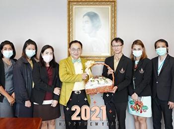 บัณฑิตวิทยาลัยเข้าพบและมอบกระเช้าของขวัญปีใหม่แด่ ผู้ช่วยศาสตราจารย์ ดร.ชนนาถ มีนะนันทน์ รองอธิการบดีฝ่ายกิจการนักศึกษา
